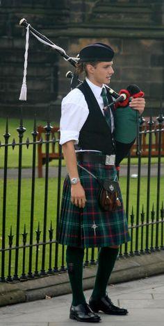 Piper wearing the Sutherland Tartan