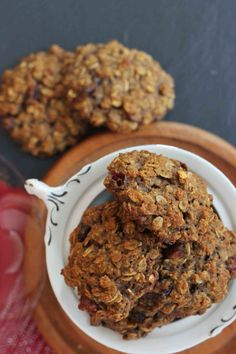 These chewy and delicious Almond Flour Oatmeal Cookies are made simply with almond flour, oats, cranberries, and spices. Banana Oatmeal Cookies, Healthy Oatmeal Cookies, Gluten Free Oatmeal, Paleo Cookies, Oatmeal Cookie Recipes, Gluten Free Cookies, Almond Flour Cookies, Almond Flour Recipes, Almond Cookies