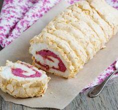 Pavlova roláda s malinovým pyré Cake Roll Recipes, Snack Recipes, Snacks, Sweet Desserts, Easy Desserts, Meringue Pavlova, Czech Recipes, Eclairs, Rolls Recipe