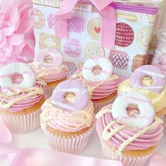 Party Ring cupcakes with white chocolate Milkybar drizzle ~ matching with my cute @mirabellegiftco lunch bag  Facebook.com/cakesbycatherinex
