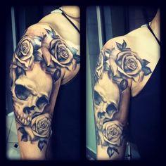 Tattoo realistic skull with roses tattoo Artist @armandodisotto