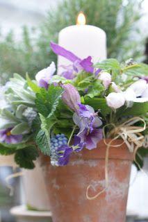 Iben Riis: Lysdekoration med blomster fra haven