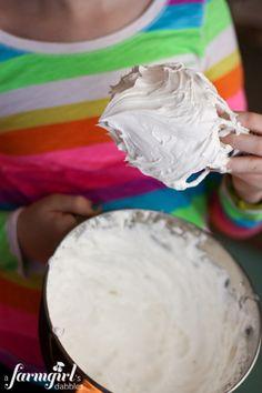 homemade marshmallow cream - www.afarmgirlsdabbles.com
