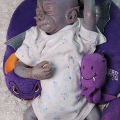 Reborn artist website for alternative reborn dolls and art dolls such as alien baby dolls, fantasy dolls, and crystal babies.