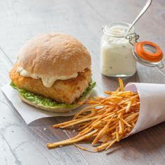 Fish Burger with Matchstick Fries. Fish Burger and matchstick fries with lemon garlic mayo. The fish simply flakes apart. Goes perfectly with the salty crunchy fries Burger Recipes, Fish Recipes, Seafood Recipes, Cooking Recipes, Healthy Recipes, Cooking Stuff, Healthy Eats, Fish Burger, Fish Sandwich