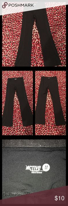 "Old Navy Active Pants Black Old Navy Active Pants. Worn once.  Size medium.  Inseam 30"".  85% Polyester 15% Spandex.  Look brand new. Old Navy Pants"