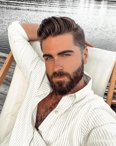 The top short hairstyles for men for the year 2018 are eye-catching and somewhat sophisticated. Forget about the one-length and monotone haircuts that guys liked to rock a couple of years ago. Today the short mens hairstyles have become particularly. Beard Styles For Men, Hair And Beard Styles, Curly Hair Styles, Moustaches, Awesome Beards, Hairy Men, Hot Bearded Men, Hairy Hunks, Beard No Mustache