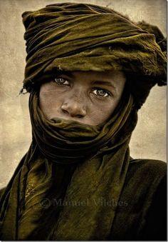Africa | Fulani (Bororo Fulani / Wodaabe) shepherd. Niger | ©Manuel Vilches.