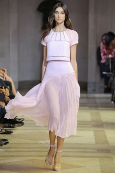 Carolina Herrera Spring 2016 Ready-to-Wear Collection Photos - Vogue. Love! Love! Love!