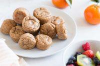Bite Size Breakfast, Breakfast Muffins, Quick Healthy Meals, Healthy Snacks, Dog Food Recipes, Vegan Recipes, Mini Muffin Pan, Balls Recipe, Vegan Desserts