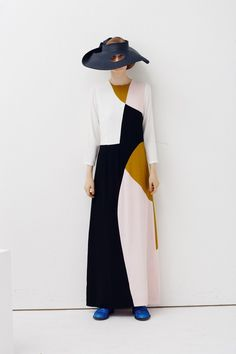 For his spring summer 2013 collection, Peter Jensen takes inspiration from Barbara Hepworth works Look Fashion, Hijab Fashion, Fashion Show, Fashion Design, Fashion Details, Fashion Art, Fashion Women, Barbara Hepworth, Peter Jensen