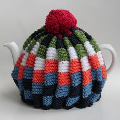 Tea Cosy Knitting Pattern, Knitting Patterns, Knitted Tea Cosies, Knitted Hats, Tea Cozy, Diy Projects To Try, Hobbit, Knitting Projects, Knit Crochet