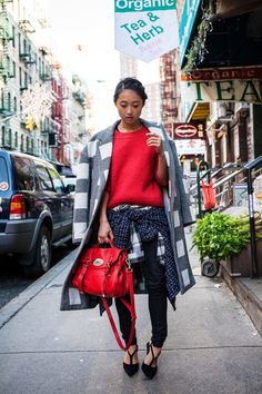 #MargaretZhang & her Mulberry with that topper. fab.