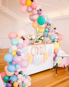 """3,869 Likes, 35 Comments - Decor&Festa - Mari Mangione/SP (@decorefesta) on Instagram: """"Mais um arco de balões lindíssimo. Amei essa decoração . The prettiest little setup for a special…"""""""