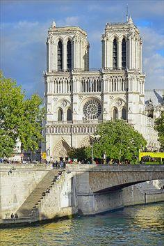 Ancient Architecture, Art And Architecture, Church Pictures, Sites Touristiques, Beaux Villages, Cathedral Church, Paris City, Dream City, Niqab