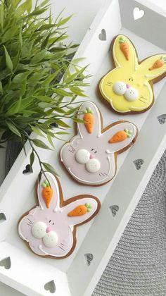 Easter Bunny cutout sugar cookies decorated with royal icing. Love the carrot ea. - Easter Bunny cutout sugar cookies decorated with royal icing. Love the carrot ears! No Egg Cookies, Iced Cookies, Cookies Et Biscuits, Sugar Cookies, Carrot Cookies, Easter Cupcakes, Easter Cookies, Holiday Cookies, Easter Cookie Cutters
