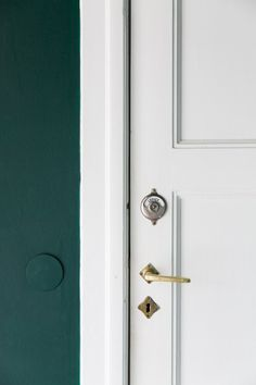 Marrs Green was nominated as the world favourite colour after a worldwide survey and it's a dark teal, a beautiful color hue between green and blue Teal Colors, Dark Colors, Colours, Home Decor Inspiration, Color Inspiration, Teal Paint, Yellow Interior, Shades Of Green, Color Trends