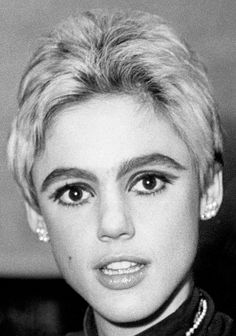 Edie Sedgwick at the 3rd Annual Lincoln Center New York Film Festival party. September 14, 1965. Photo by William Jacobellis. #EdieSedgwick #AndyWarhol