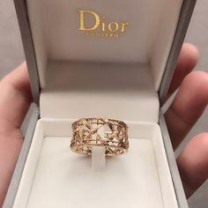 Dior Jewelry, Cute Jewelry, Luxury Jewelry, Jewelry Accessories, Jewelry Design, Jewellery, Fake Designer Bags, Dior Designer, Designer Belts