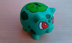 Bulbasaur Piggy Bank by FuzzBird on Etsy, Pottery Painting, Ceramic Painting, Diy Painting, Pottery Art, Pottery Ideas, Personalized Piggy Bank, Pokemon Craft, Paper Mache Crafts, Wine Bottle Crafts