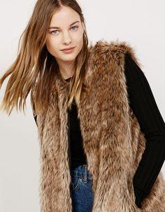 Descubre las últimas tendencias en Abrigos y chaquetas en Bershka. Entra ahora y encuentra 182 Abrigos y chaquetas y nuevos productos cada semana