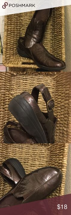 Super comfy slip ones with back strap Easy Street comfort wave  pre-loved, shoes in textured pattern with a little sheen. easy street Shoes Mules & Clogs