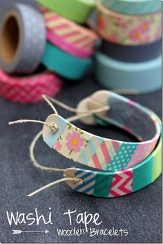 How to make wooden bracelets out of popsicle sticks! Decorate with washi tape and seal with Mod Podge. Fun for kids craft camp.