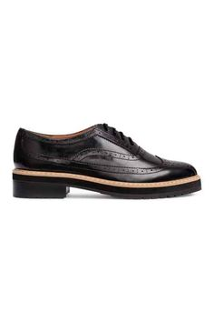 Brogues in imitation leather with a shiny finish, with pointed toes, closed lacing, imitation leather linings and insoles, and chunky rubber soles. Lace Up Shoes, Me Too Shoes, Dress Shoes, Toe Shoes, Flat Shoes, Vegan Shoes, Brogues, Oxford Shoes, Slip On