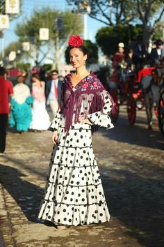 De feria Flamenco Costume, Flamenco Skirt, Flamenco Dancers, Spanish Dancer, Spanish Fashion, Dress Codes, Gowns, Elegant, Formal Dresses