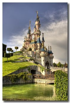Disneyland Castle in Paris. I'm sooo going back to Paris for this! I was more excited for Disneyland then Paris it self