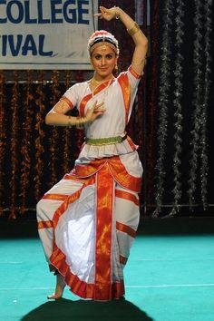 Dark+Purple+Bharatanatyam+Costume | shraddha arya traditional clical dance sradha arya sraddha arya saree ...