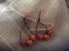 Boucles d'oreilles ethniques perles bois : Boucles d'oreille par wendylafeedesbijoux