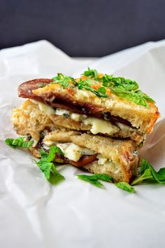 Merlot Poached Asian Pear and Blue Cheese Panini | builicious