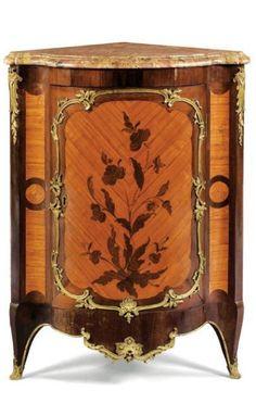 BELLE PAIRE D'ENCOIGNURES EN MARQUETERIE DE FLEURS D'ÉPOQUE LOUIS XV, VERS 1750 ; ESTAMPILLÉE BVRB ET JME, PROVENANT DU CHÂTEAU DE BELLEVUE
