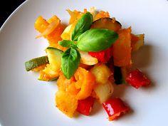 Kääpiölinnan köökissä Kinds Of Salad, Salads, Pork, Ethnic Recipes, Sweet, Kale Stir Fry, Candy, Pork Chops, Salad