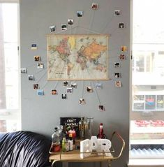 I live to travel, and I have been dying to find a fun way to display all my favorite travel pictures. Make this easy DIY photo map with a map, push pins, photos and some twine. Travel Gallery Wall, Travel Wall Art, World Map Wall Art, Map Art, Map Wall Decor, Wall Maps, Room Decor, Diy Wand, Travel Map Pins