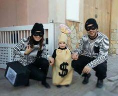disfraz en familia.ladrones y saco de dinero