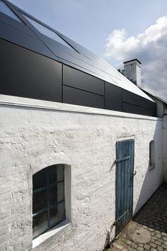 Raffinierte Materialwahl: Aluminiumdach & VELUX Dachfenster Atelier Posehuset