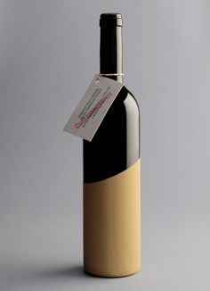 Cantamanyanes is a wine of the Tivissa lands in Spain. A limited edition of 600 hand-painted bottles is produced.
