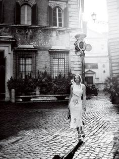 Source: ealuxe.com - http://www.ealuxe.com/amanda-seyfried-looks-stunning-in-her-cover-shoot-for-vogue/