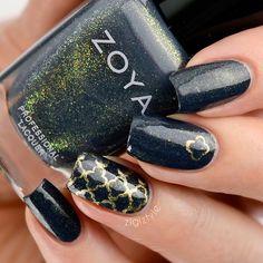 Quatrefoil accent nail #nailart #manicure #nails #naildesign #manicureideas #quatrefoilnails @goldpattern