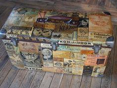 Grande valise ancienne avec collage de pubs anciennes : Bagagerie par atelier-des-demoiselles