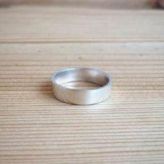 förlovningsring silver limani förlovning ring. http://limani.jetshopfree.se/medeltunn-silverring-p-154-c-156.aspx