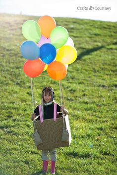 This DIY Hot Air Balloon Costume is so simple and easy to make. It's the perfect costume for Halloween or anytime of the year! Cheap Halloween Costumes, Easy Costumes, Homemade Costumes, Diy Halloween Decorations, Halloween Crafts, Costume Ideas, Zombie Costumes, Halloween Couples, Group Halloween