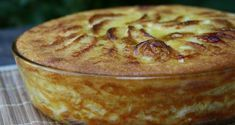 Diet Recipe: Our Smooth and Smooth Grandmother's Apple Pie - Recette gateau - Desserts Fall Recipes, Sweet Recipes, Mousse Au Chocolat Torte, Diabetic Desserts, Apple Cake, Salted Butter, Butter Pecan, Savoury Cake, Clean Eating Snacks