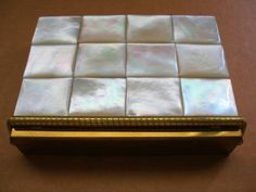 INCREDIBLY Outstanding OPALESCENT Mother of Pearl COMPACT 3 Sections BAR CLOSURE