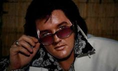 Elvis Presley, The King has returned! Beautiful Voice, Beautiful Men, Rock And Roll, Elvis Presley Photos, Most Handsome Men, Handsome Boys, Memphis Tennessee, Good Hair Day, Thats The Way