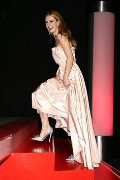 Lily James vestindo Dior na estréia em Berlin | Cinderella Slippers | DRESS A PORTER – BLOG