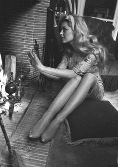 「私、どうしてたのかしら、なにか、ずっと、悪い夢、みてた気がする......」 ( Brigitte Bardot )