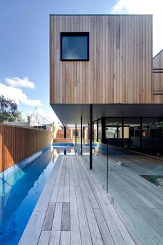 // Clifton Hill House by Architects. Photography by Ben Hoskins swim Street pool Blue mosaic Above Ground Swimming Pools, Above Ground Pool, In Ground Pools, Indoor Outdoor Living, Outdoor Spaces, Pool Prices, Clifton Hill, Interior Design Boards, House On A Hill